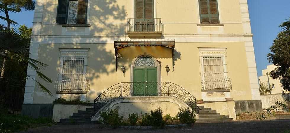 dimora-vende-villa-vesuviana-facciata-esterna