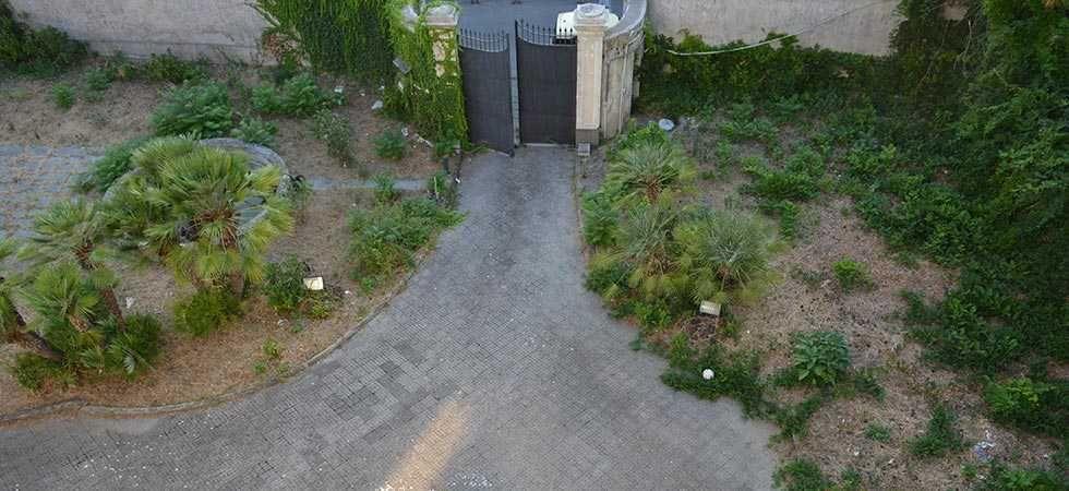 dimora-vende-villa-vesuviana-ingresso-giardino