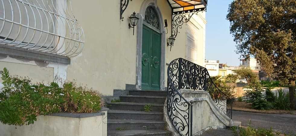 dimora-vende-villa-vesuviana-ingresso